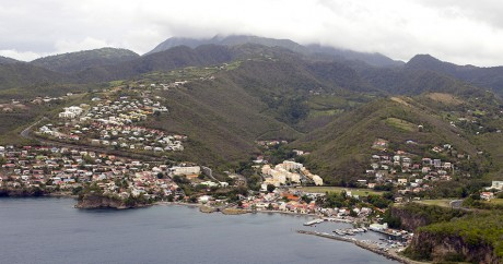 Photo aérienne de la Martinique, le 12 avril 2011. PATRICE COPPEE / AFP