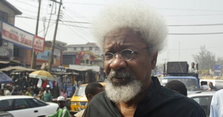 Wole Soyinka en 2006 à Lagos au Nigeria. PIUS UTOMI EKPEI / AFP