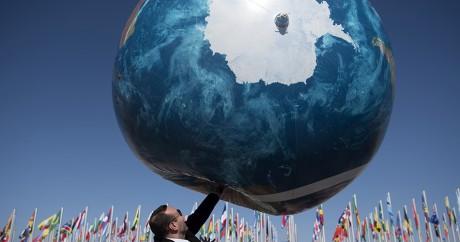 Un globe gonflable de la Terre à la COP22 de Marrakech. FADEL SENNA / AFP