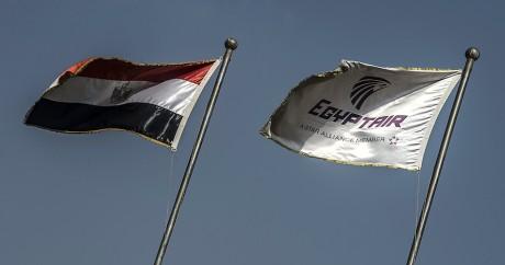 Les drapeaux de l'Egypte et de la compagnie EgyptAir. AFP