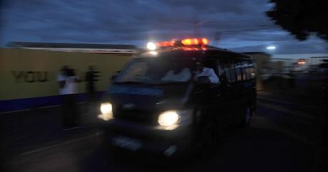 Une ambulance dans les rues de Nairobi, le 22 novembre 2014. SIMON MAINA / AFP