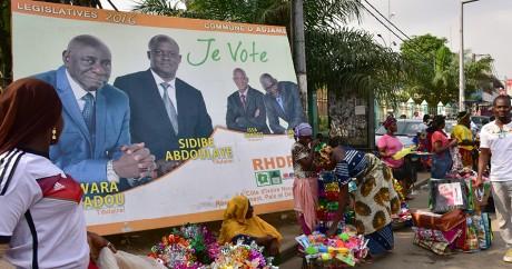 Une affiche de campagne pour les élections législatives en Côte d'Ivoire, le 16 décembre 2016. ISSOUF SANOGO / AFP
