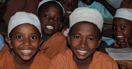 Muslim boys in class. Crédit photo USAID Kenya via Flickr. CC BY-NC