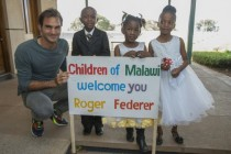 Roger Federer inaugure une école maternelle au Malawi