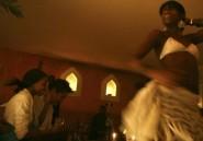 Etudiantes le jour, danseuses de bars la nuit