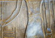 Un touriste chinois écrit son prénom sur un site égyptien vieux de 3000 ans