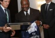 Image du Jour : Echange de cadeaux entre le PSG, Bordeaux et le président Ali Bongo !