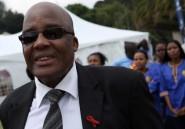 """L'Afrique du Sud accuse les industriels du médicament de comploter """"un génocide"""""""