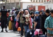 Chaleur, brimades et attente: le quotidien des Egyptiens fuyant la Libye