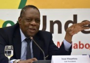 Fifa: le patron du foot africain Issa Hayatou président par intérim