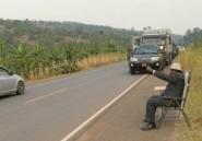 Les Ougandais font de leur président qui téléphone au bord de la route un mème