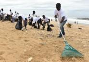 Côte d'Ivoire: des centaines de bénévoles nettoient la plage de Bassam