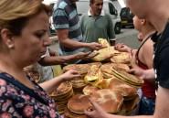 En Algérie, excès et gaspillage s'invitent au repas de rupture du jeûne
