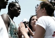 """Les migrants de l'Aquarius, entre terreur et soulagement: """"Merci Europe de nous laisser entrer"""