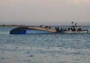 En Tanzanie, le lac Victoria, sillonné par des bateaux vétustes et surchargés
