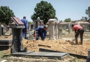 En Afrique du Sud, les cimetières débordent