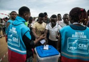"""""""Nous avons aussi le droit de voter"""": en RDC, le bureau fictif"""