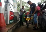 Etranglé financièrement, le Zimbabwe double les prix des carburants