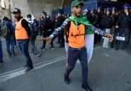 """A Alger, une """"force pacifique d'interposition"""" empêche les heurts avec la police"""