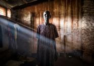 Des réfugiés soudanais dans les ténèbres d'un camp reculé en RDC