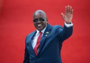 L'ex-président du Botswana déclare la guerre