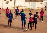 Au Soudan, jeunes et sportifs espèrent la révolution du ballon rond