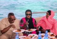 A l'écart des bombes, un havre de paix: le restaurant flottant de Mogadiscio