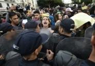 Algérie: des étudiants protestant contre un cortège pro-élection dispersés