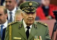 """Algérie: le puissant général Gaïd Salah, pilier et gardien du """"système"""" au pouvoir"""