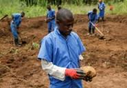 Les fouilles de fosses communes, un enjeu très politique au Burundi