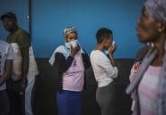 Le coronavirus fait ses deux premiers morts en Afrique du Sud, plongée en confinement