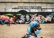 Des grapheurs taguent le Black Power sur le béton de Dakar