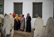 """Jour de vote en Tanzanie, le """"bulldozer"""" Magufuli en lice pour un second mandat"""