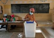 Les Ivoiriens votent dans une ambiance tendue, le président Ouattara brigue un 3e mandat