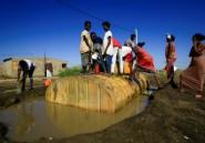 Un camp insalubre au Soudan ou le Tigré en guerre, le cruel dilemme des réfugiés